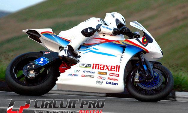 Isle of Man TT: Bruce Anstey dominant in the SES TT Zero race