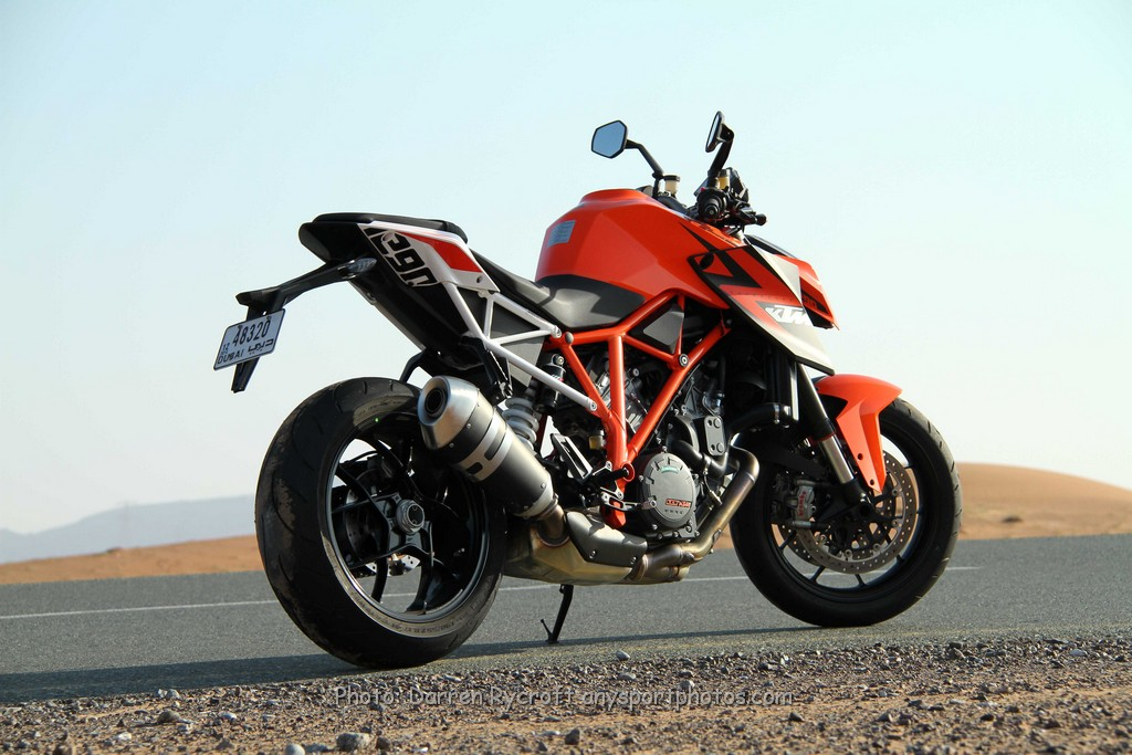 Dubai: Full on with the Ferret – KTM 1290 Superduke R – The Beast on the streets!