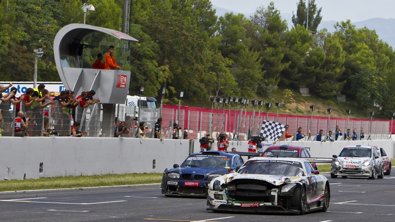 24hr Series: Bruised and battered HP Racing Mercedes SLS wins the 2015 24H Barcelona
