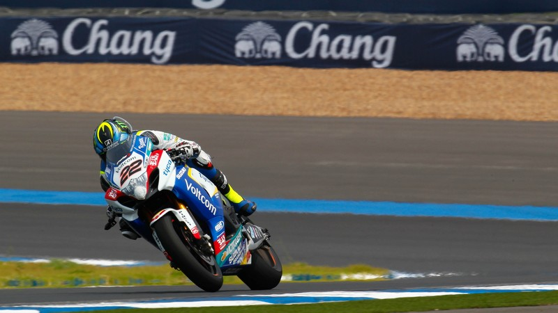 WSBK: Lowes snatches first place from Rea on opening practice day in Thailand