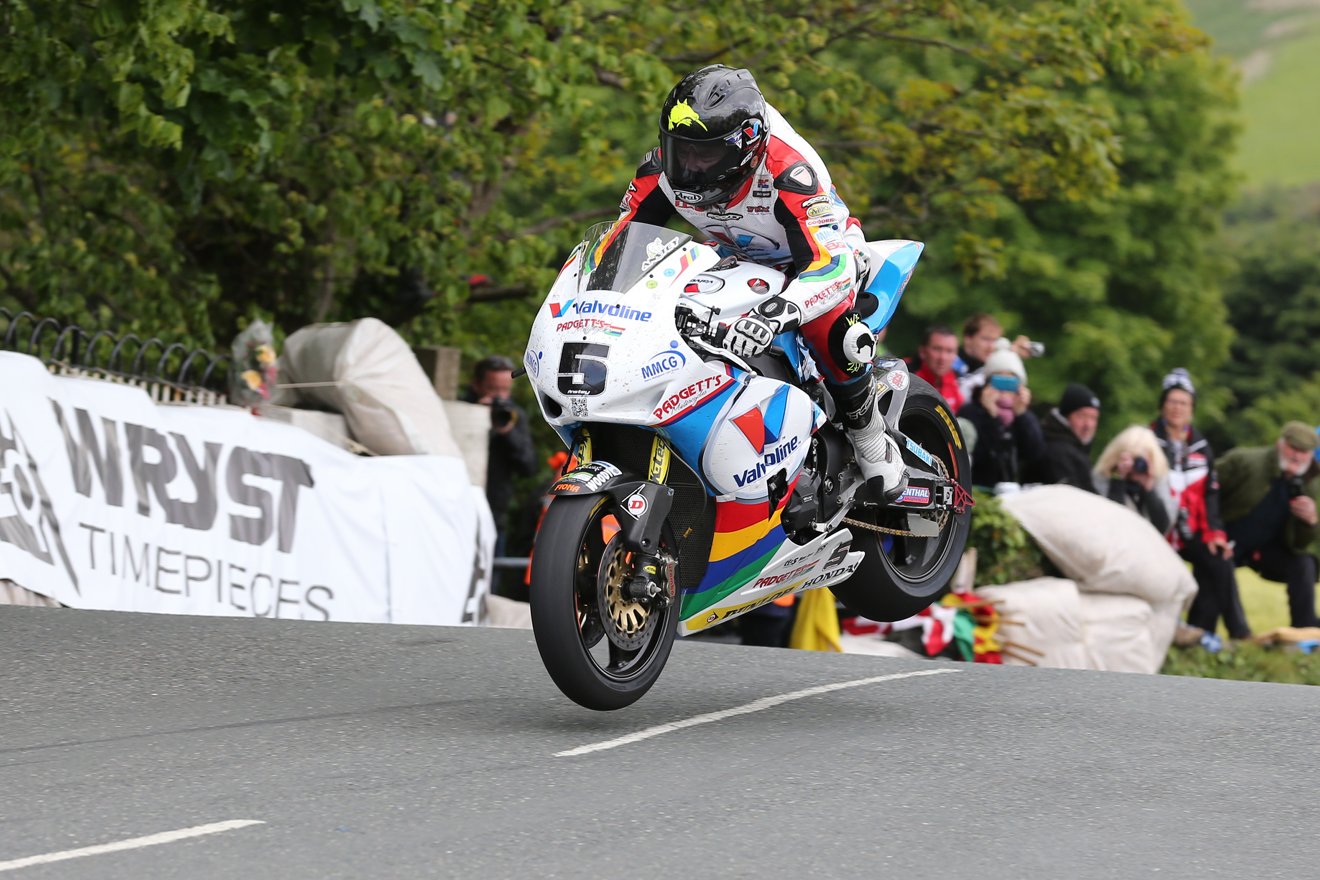 IoM TT: Anstey wins first superbike race on the Isle of Man
