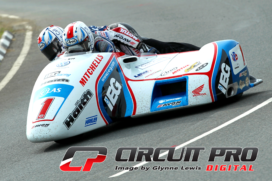 IOM TT 2018:  Sidecar race – Birchall Brothers take flag to flag victory