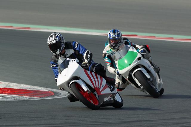 Dubai Featured Ride: Two Strokers smoking Ferret & Eddie at the Dubai Autodrome