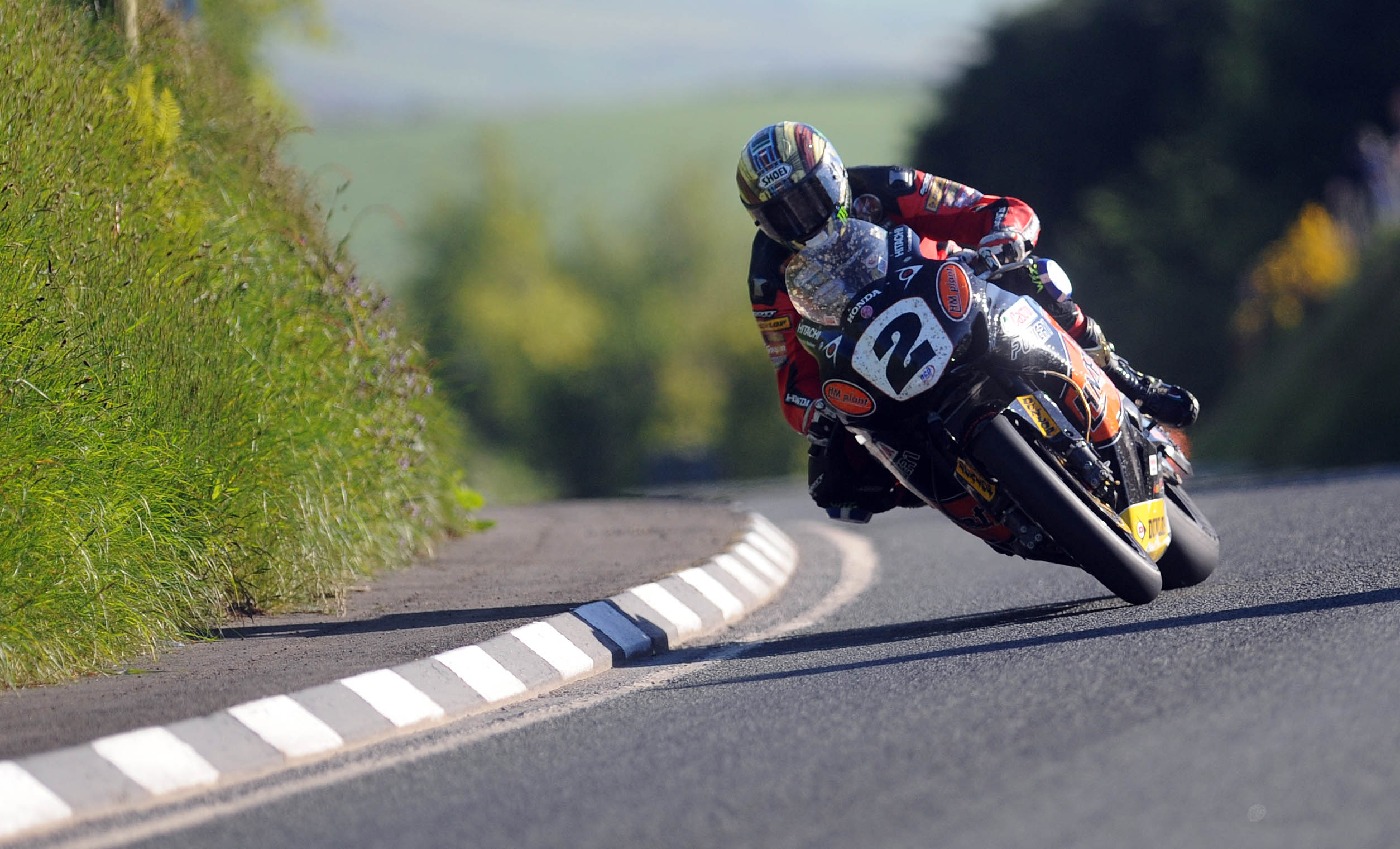 IOM TT McGuinness leads challenge for fastest qualifier
