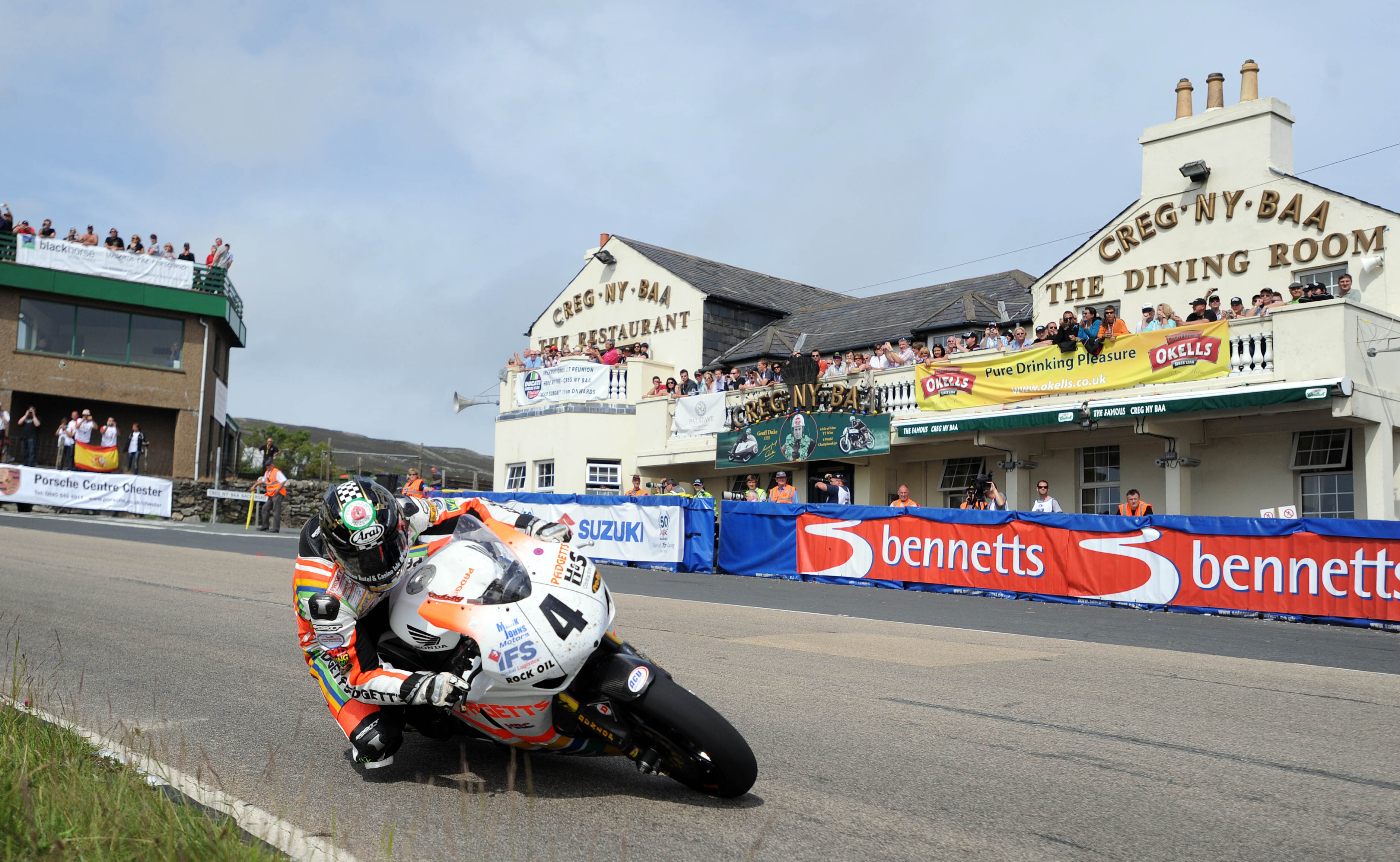 Ian Hutchinson takes opening race at 2010 Isle of Man TT