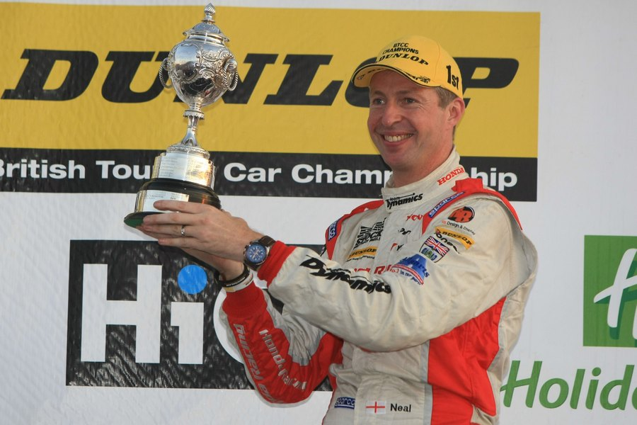 BTCC: Matt Neal crowned 2011 BTCC Champion in Silverstone showdown