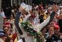 Indy500: Wheldon wins 100th anniversary Indy500 as Hildebrand crashes on final lap