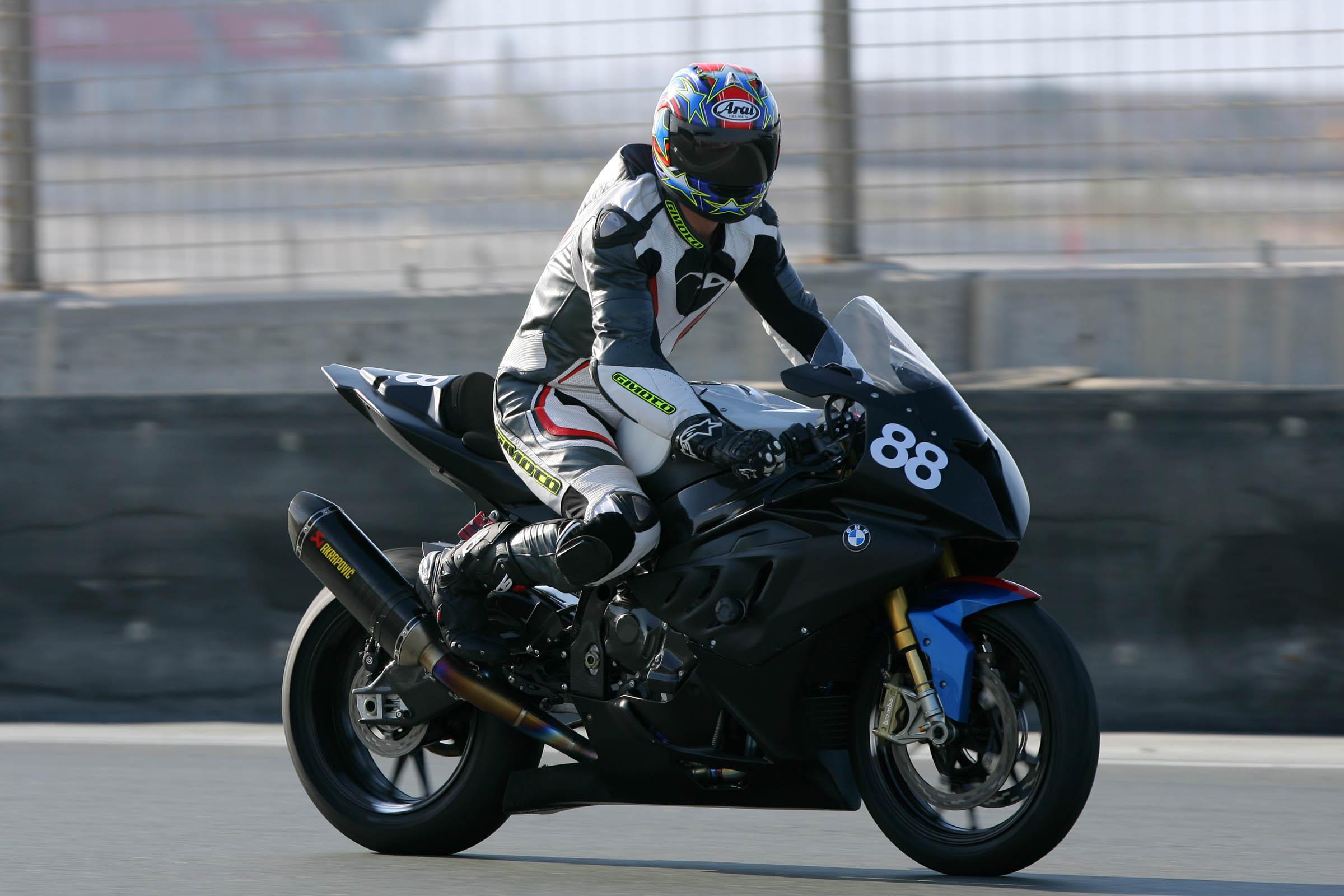 UAE National Racing: Big weekend for UAE Sportscars and UAE Sportbikes at Dubai Autodrome